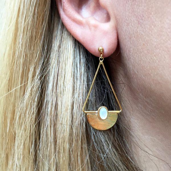 pépitebijoux,sacha,boucles d'oreilles,plaqué or,nacre,photo portée