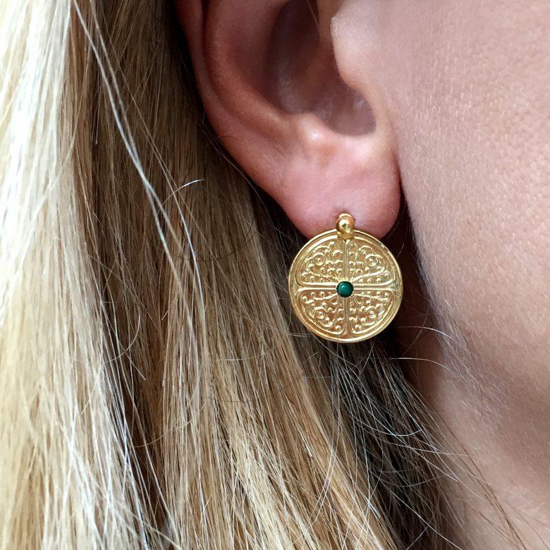 pepite bijoux,boucles d'oreilles,photo portée,plaque or,clarisse