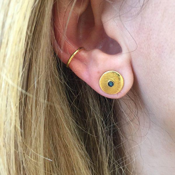 Ear cuff simple porté ava