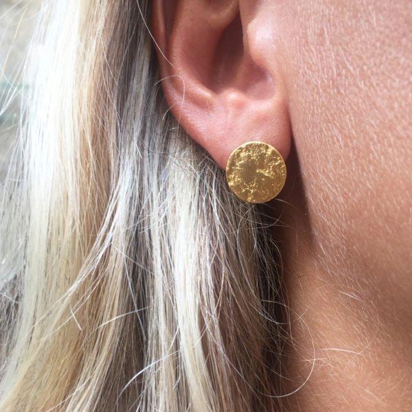 Margot boucles d'oreilles photo portée puce d'oreille