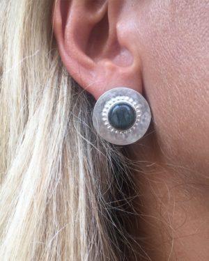 puces d'oreilles photo portée tila