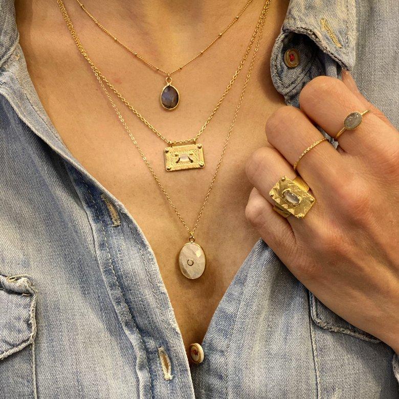 chaîne avec pendentif, chaîne collier, chaîne collier pendentif, collier chaîne, collier chaine avec pendentif, collier pendentif, collier pendentif labradorite, labradorite, lola, Nacre, pierre de lune