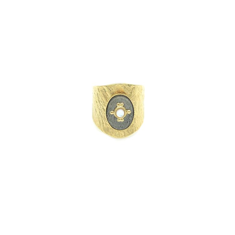 Bague cabochon, bague martelée, bague fantaisie, grosse bague avec pierre, bague pierre pyrite, bijoux de créateur paris