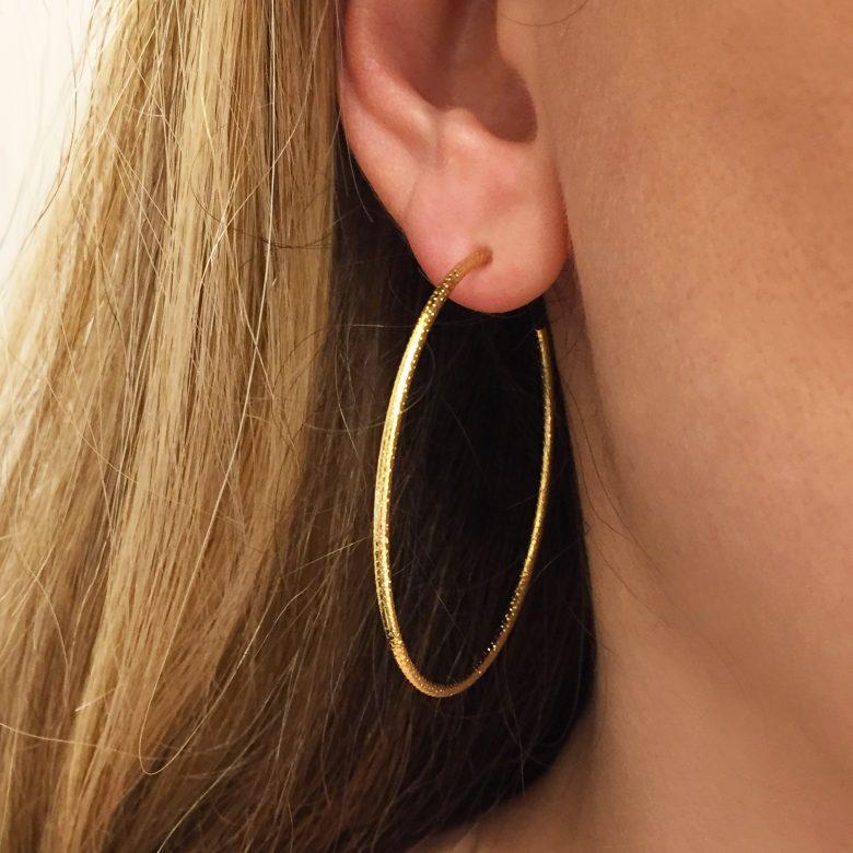 Bijoux fait main paris, cheryl, créoles, grandes créoles, les martelées, pepitebijoux, plaqué or