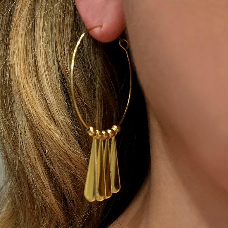 bijoux créateur, bijoux plaqué or, Boucle d'oreille fantaisie, Boucles d'oreilles bohème, créoles or, myosotis, pepite bijoux